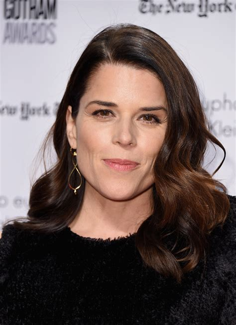 Neve Campbell Medium Curls - Neve Campbell Looks - StyleBistro