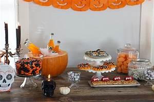 Buffet Halloween : halloween candy buffet ~ Dode.kayakingforconservation.com Idées de Décoration