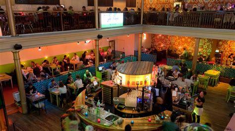 bazar restaurants  pijp amsterdam