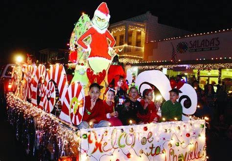 christmas parade float themes kicking   holidays