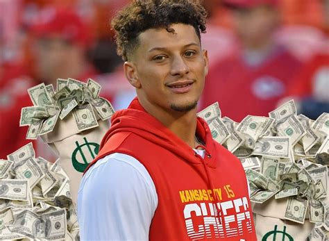 Patrick Mahomes Agrees To 10-Year, $450 Million Extension ...