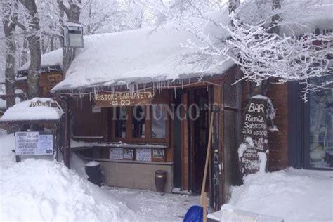 meteo santa fiora monte amiata freddo e temperature sotto zero neve anche nei paesi alle