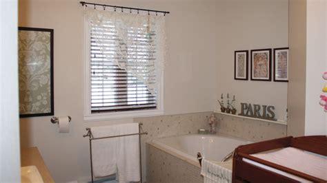 quel rideau pour fenetre salle de bain