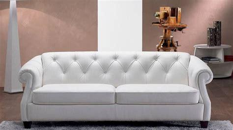 foto divani e divani quot volti dell arte e della cultura quot prosegue fino all 11