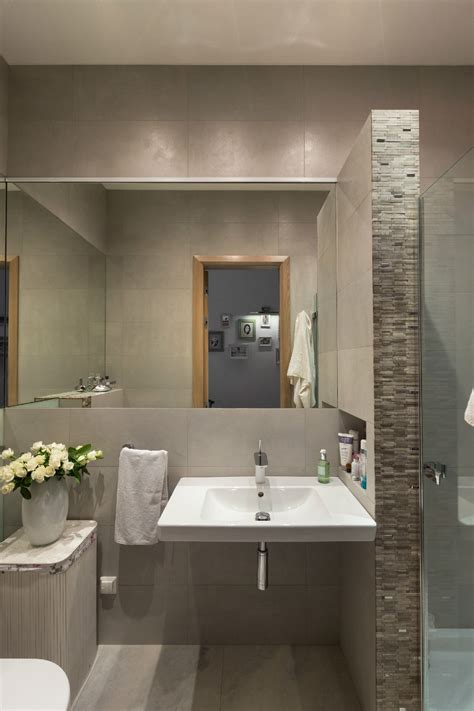 These dауѕ, vinyl appliques are becoming rеаllу trendy accessories fоr dесоrаtіng bathrooms. Spacious Apartment With Family Friendly Decor