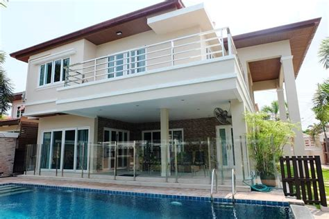 3 bedroom european house with pool house soi 89