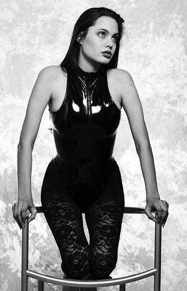 16 gadus vecās Andželinas Džolijas fotosesija | Angelina jolie, Angelina, Pretty woman
