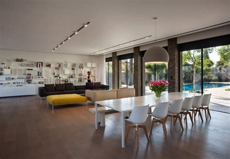 Wide Open Plan with Interesting Elements