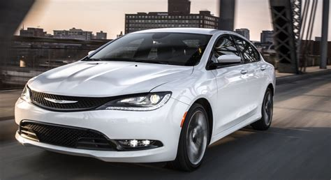 Best Midsize Car 2015 by Why The Chrysler 200 Is The Midsize Car Of 2015