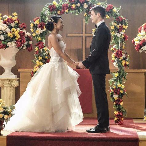 barry allen iris west married characters supergirl