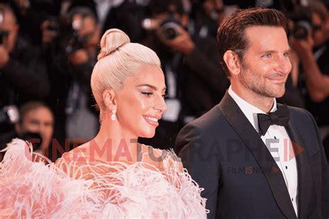 Lady Gaga E Bradley Cooper Sfilano Sotto La