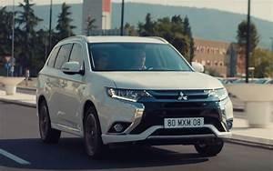 Hyundai Hybride Suv : comparison hyundai tucson eco 2017 vs mitsubishi outlander phev 5hs hybrid 2017 suv drive ~ Medecine-chirurgie-esthetiques.com Avis de Voitures
