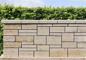 Natursteinmauern Im Garten : natursteinmauern 01 fertigmauer aus travertin vorgearbeitete mauersteine mediterrane ~ Markanthonyermac.com Haus und Dekorationen