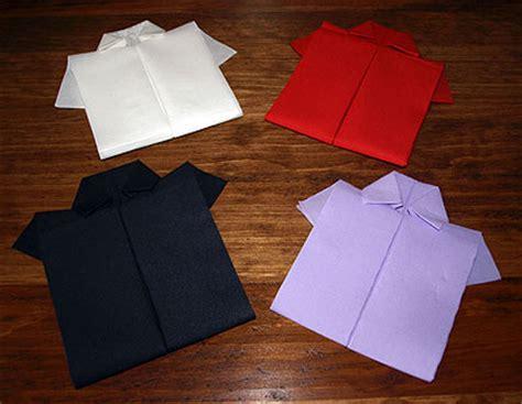 pliage en papier r 233 aliser une chemise ou chemisette pliage de serviette de table en papier en