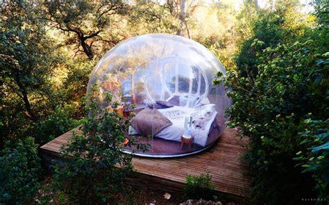 chambre bulle dans la nature insolite dormir dans une bulle un hébergement de rêve