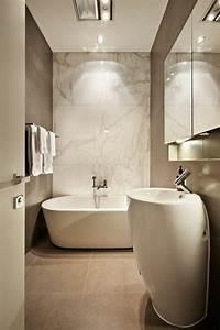 beaucoup d39idees en photos pour une salle de bain beige With salle de bain design avec carrelage décoratif mural