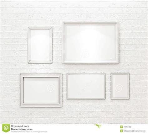 cornici bianche composizione delle cornici in bianco bianche sul muro di