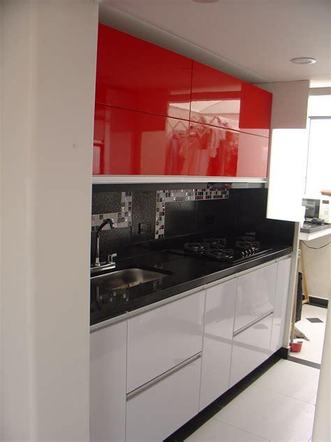 cocina en poliuretano  aluminio blanca roja  negra cocinas negras cocinas blancas
