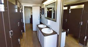 Portable Bathrooms by Houston Portable Restrooms And Toilets Bathroom Rentals From A Royal Flush