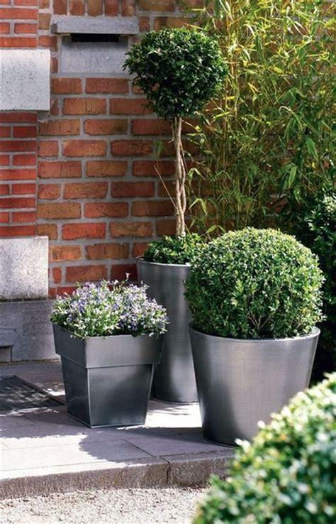 grand pot pour plante 5 jolis pots pour un jardin surprenant c 244 t 233 maison