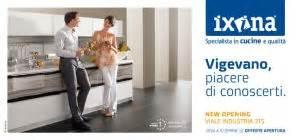 ixina si鑒e social ixina apre il suo nuovo negozio a vigevano e lo comunica con l 39 arancia spot and web