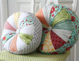 Decorative Couch Pillow Ideas by Almofada Redonda De Retalhos Coisas Que Gosto
