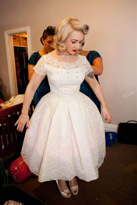 vintage rockabilly wedding dress and hair I really like