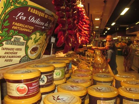 cuisines proven軋les photos les halles food market travel and tourism in provence