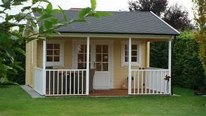 Gartenhaus Mit überdachter Terrasse : zartes gelb schmeichelt diesem gartenhaus mit berdachter terrasse ~ Whattoseeinmadrid.com Haus und Dekorationen