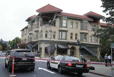 largest quake   years hits bay area napa suffers