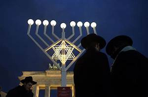 How To Light The Menorah And Hanukkah 5 Myths About Hanukkah Chicago Tribune