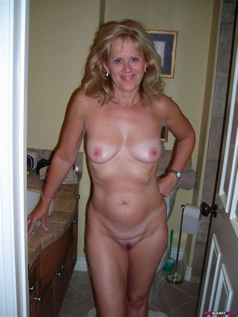 Naked Wives MILF Sluts And Amateur Couples