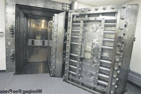 Vaults, Safes And Locks