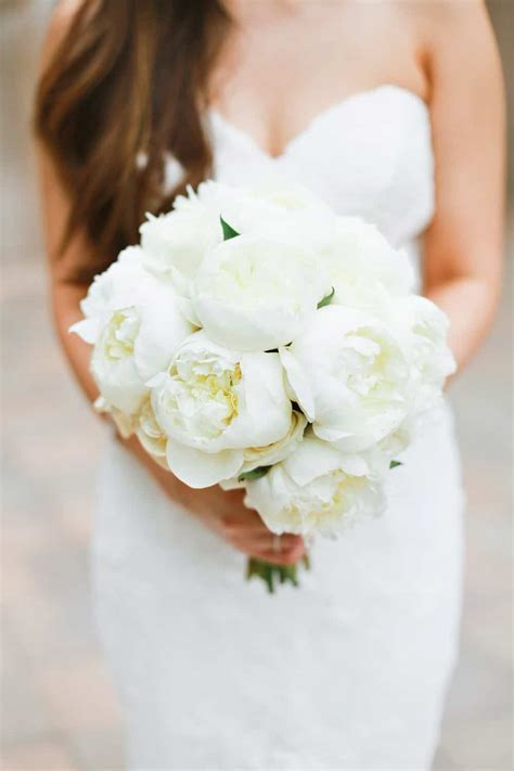 amazing white wedding bouquet    love