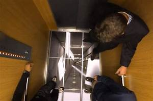 Lg uses tvs in elevators to scare the crap out of people for Elevator floor prank