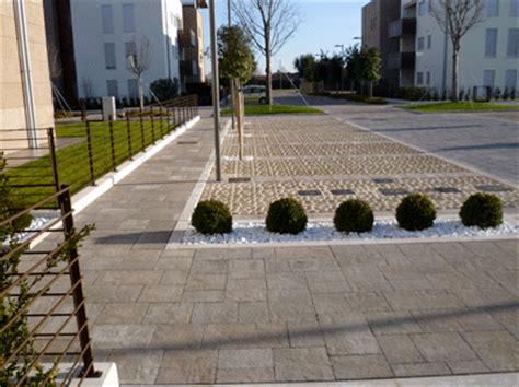 pavimenti per box auto pavimento per esterni modello quot grigliati e pavimenti