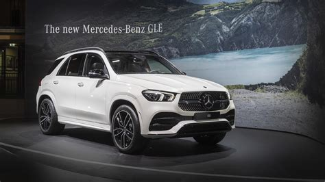 mercedes benz gle throws  party   paris debut