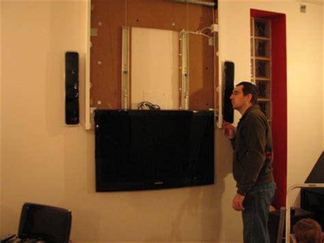Comment Cacher Les Fils De La Tv Accroche Au Mur. Goulotte