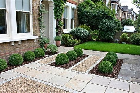 Formal Front Garden With Paving, Gravel And Box Hedges