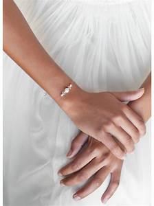 La simplicite d39un bracelet de mariee discret ideal pour for Robe pour mariage cette combinaison bijoux mariee