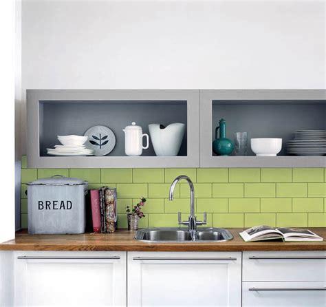 meuble cuisine vert anis cuisine verte et grise cadre avec accroches la dco de gg