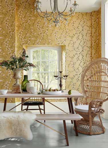 papier peint delicat or et blanc pour la salle a manger