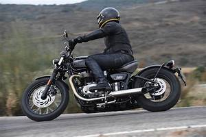 2017 Triumph Bonneville Bobber Review | Back To Basics