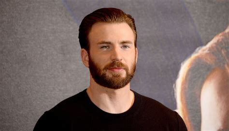 'Captain America', shared nude photos on Social Media ...