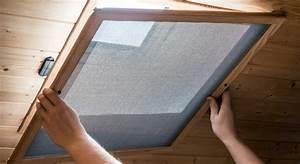 Moustiquaire Pour Fenêtre De Toit : comment proc der au montage d une moustiquaire de fen tre ~ Dailycaller-alerts.com Idées de Décoration