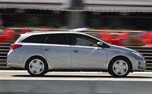 Toyota Auris Break Hybride : l 39 hybride fait le break l 39 automobile magazine ~ Medecine-chirurgie-esthetiques.com Avis de Voitures