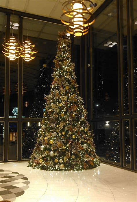 holiday decorating trees lights decorations  businesses