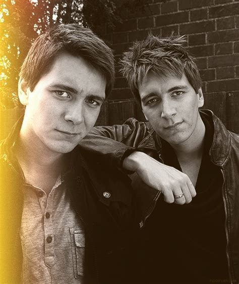 Pin By Alyssa💫 On Harry Potter Oliver Phelps Harry Potter Actors Fred And George Weasley