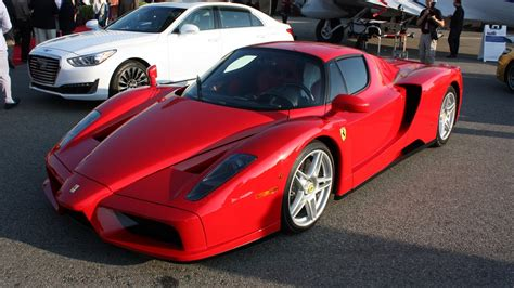 Ferrari Car : 2004 Ferrari Enzo Review
