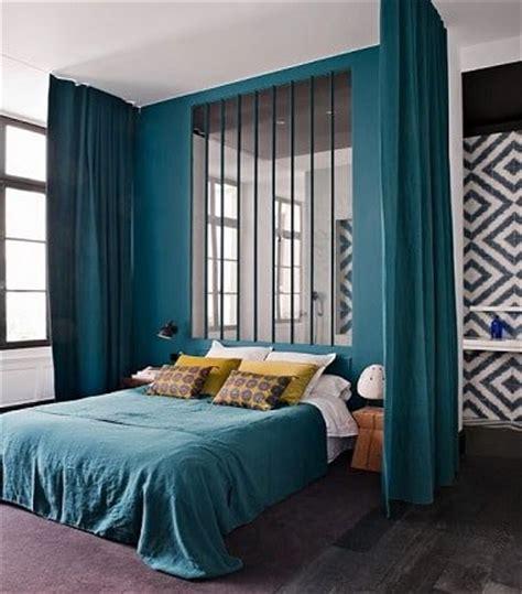 couleur peinture chambre parentale une chambre parentale couleur bleu canard avec verrière
